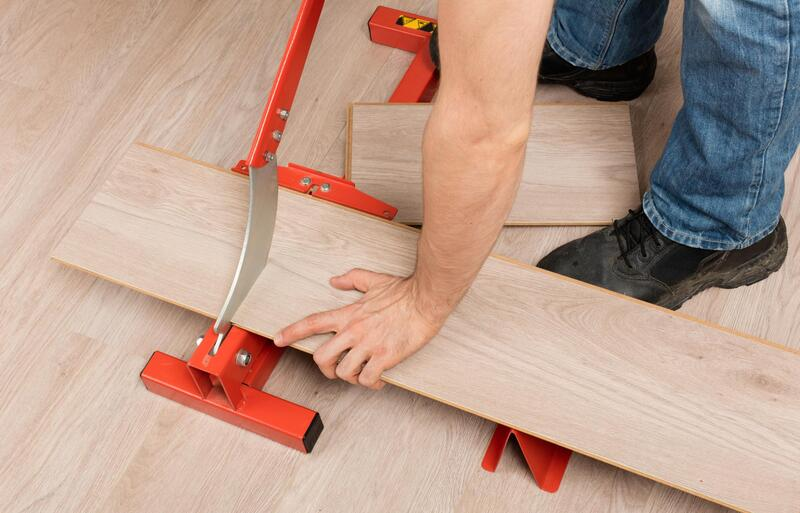 professional flooring expert cutting hardwood pieces